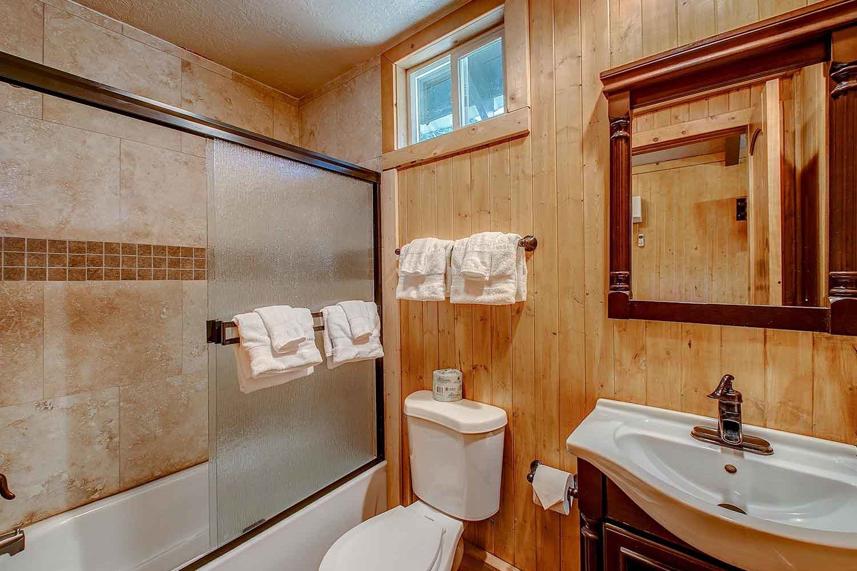 Brundage Bungalows: Cabin 2 - bath